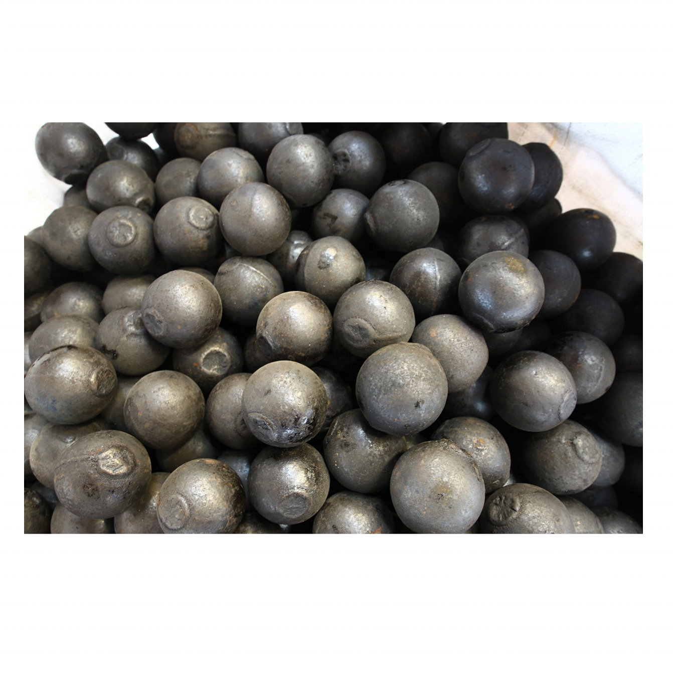 The best quality chrome steel grinding media ball (Dimensions: 12mm to 180mm)
