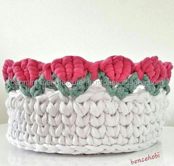Цветная вязальная крючком и вязальная корзина для внутреннего декора