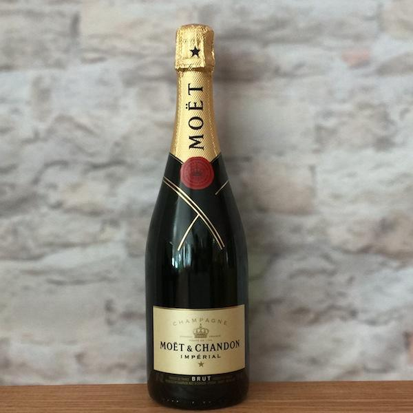 Moet & Chandon Imperial Brut цвета шампанского