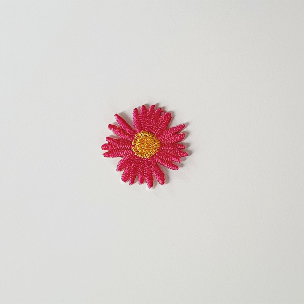 [New Iron on embroidered patches] Flower designs embroidered patches