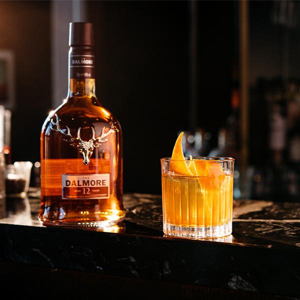 Виски в маленькой бутылке 12 лет, 700 мл, виски из односолодового солода с 40% спиртовыми апельсинами, отметки средней отделки, солодовое масло