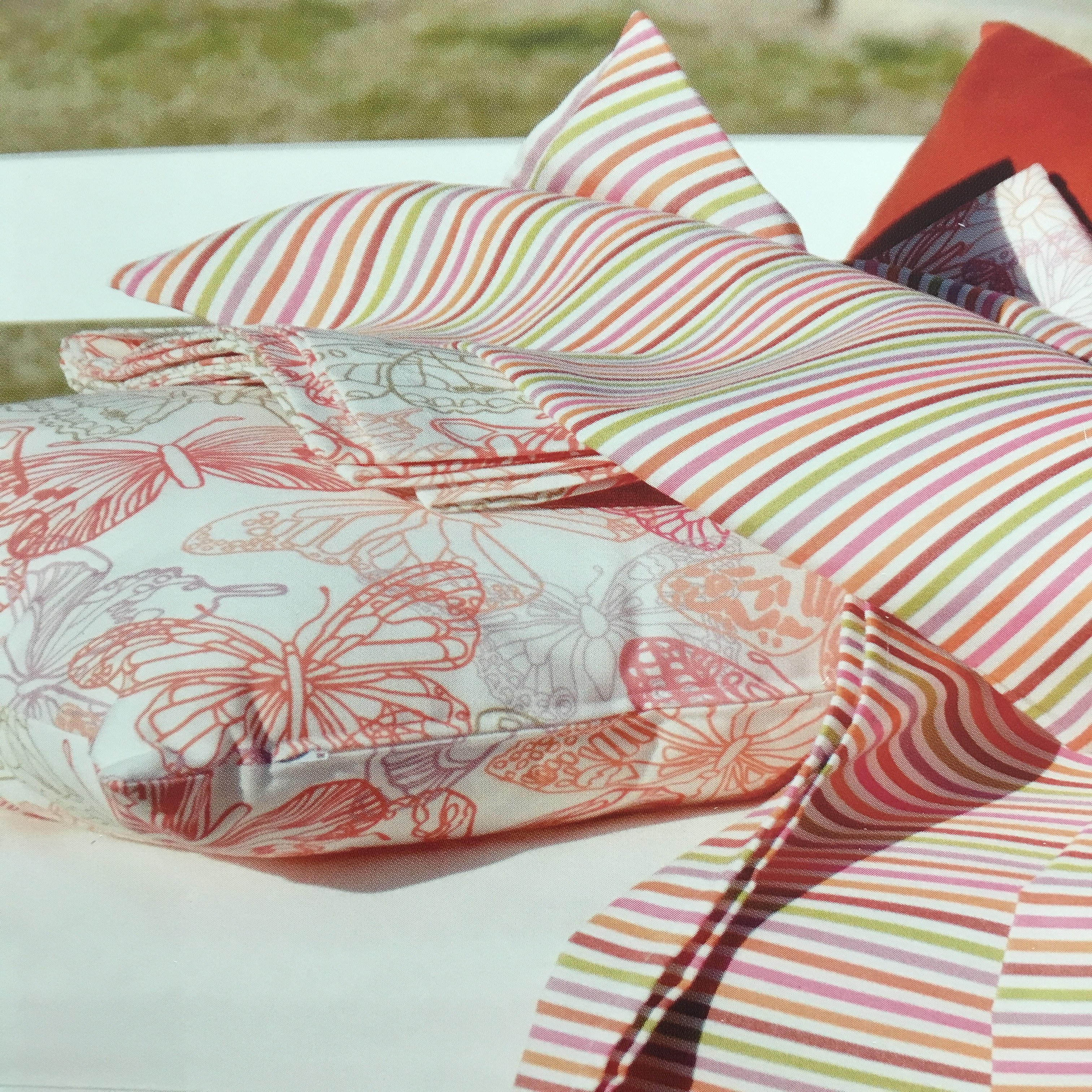 outdoor bed  Fabric 100 Solution Dyed Acrylic Plain Waterproof Beach Gsm Style  patterned  Tent Feature Weig Material Yarn